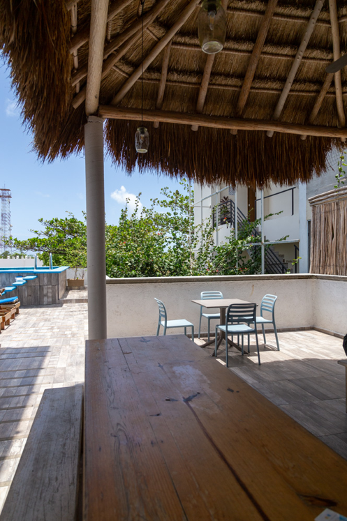 11 de 26: Comedor compartido Ubicado en la Palapa/roof