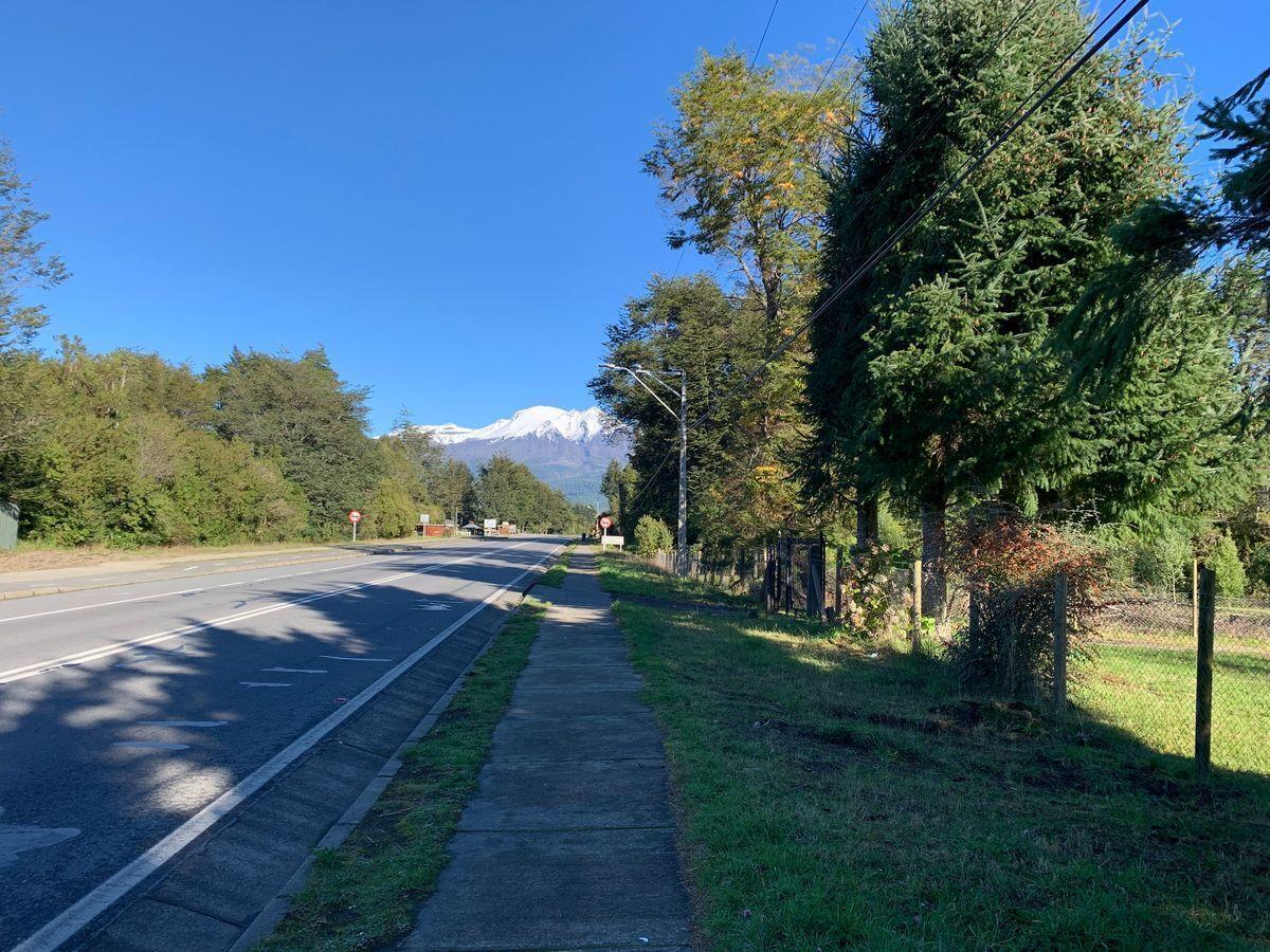 5 de 18: Vista del volcán Calbuco desde la vereda del terreno