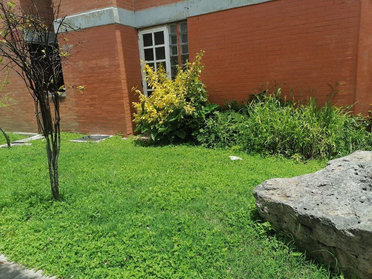 27 de 27: Jardín y entrada a una recamara