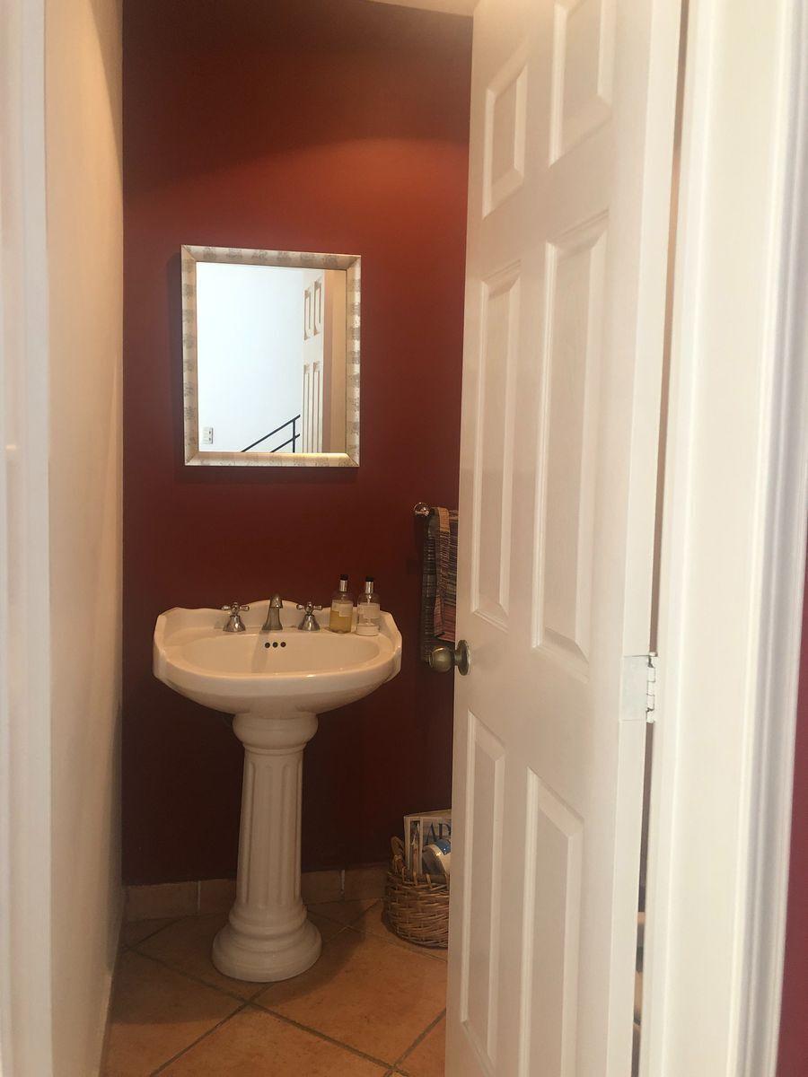 10 de 40: Medio baño de visitas Casa