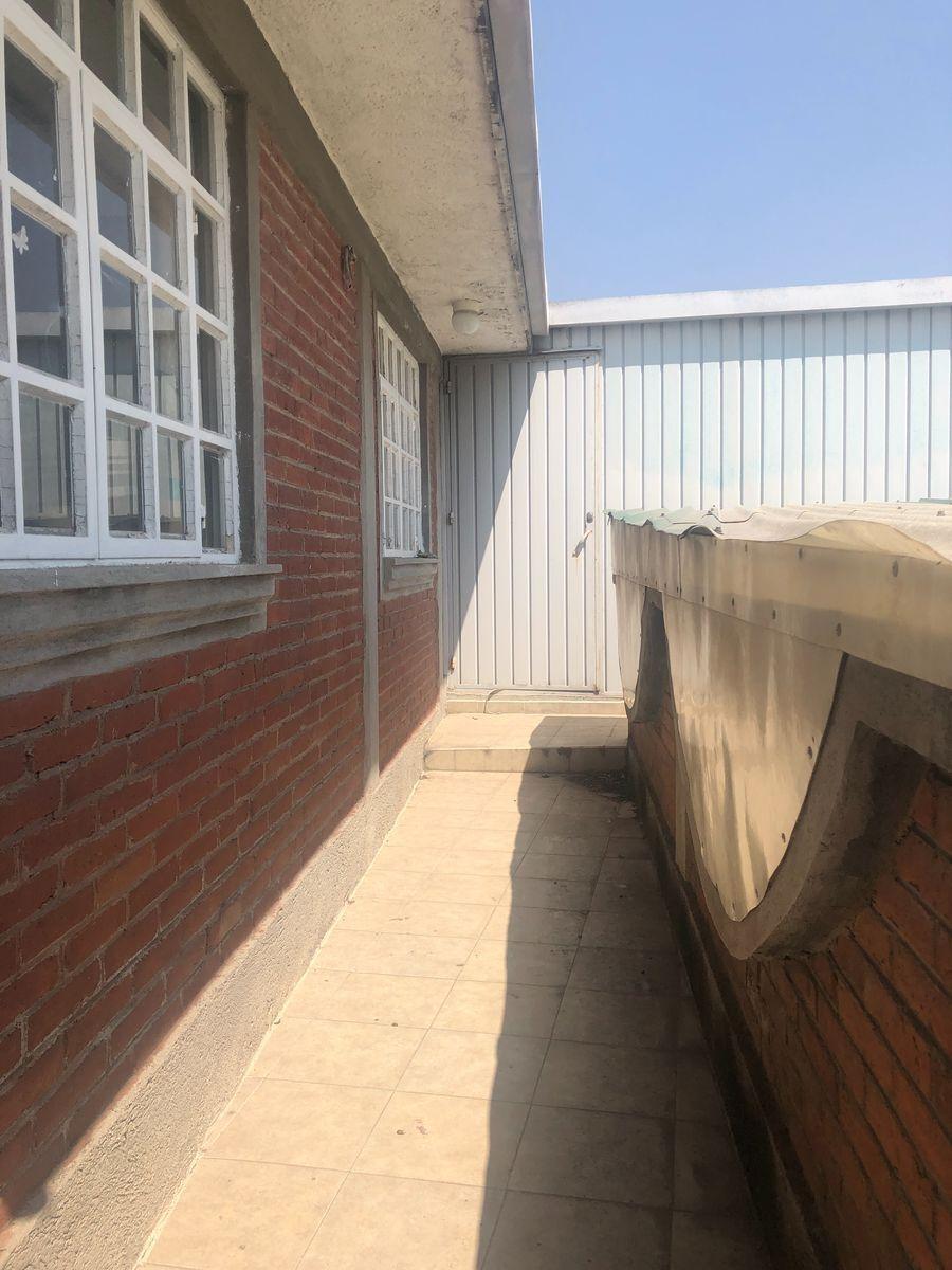38 de 40: Pasillo central P2 Edificio
