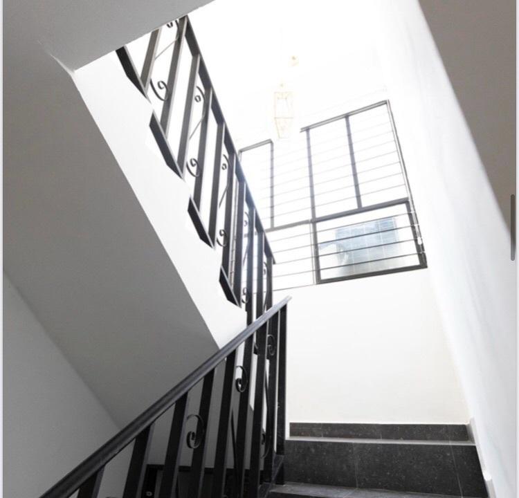 5 de 14: Amplias escaleras