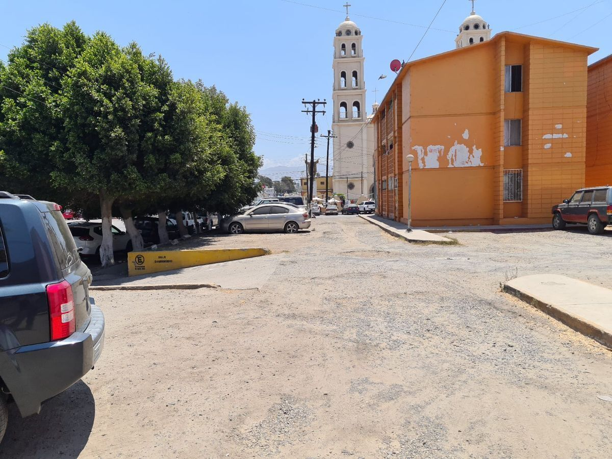 12 de 13: Frente al Santuario (Catedral de Guadalupe)