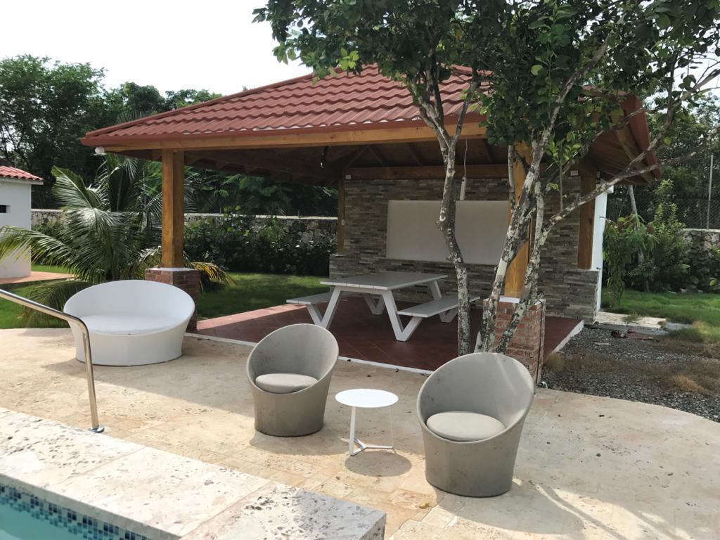 15 de 19: Gazebo y area de piscina