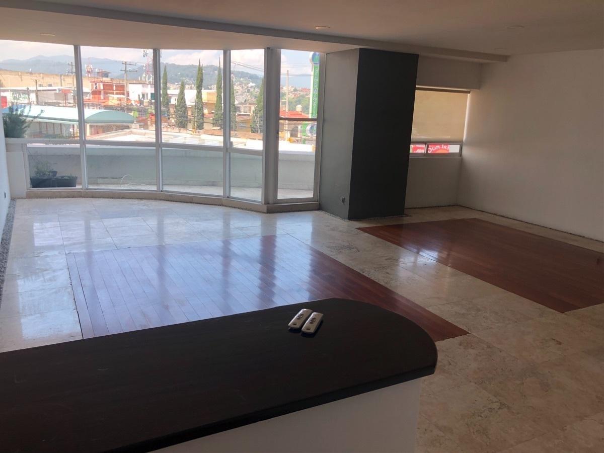 2 de 19: Sala piso de mármol y madera