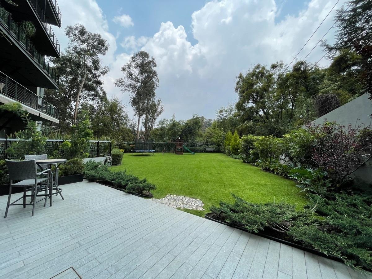 23 de 27: jardín con terraza