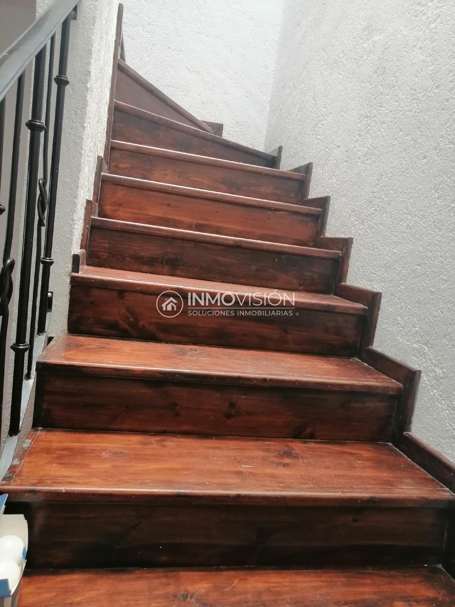 12 de 26: Escaleras de Madera y Herreria