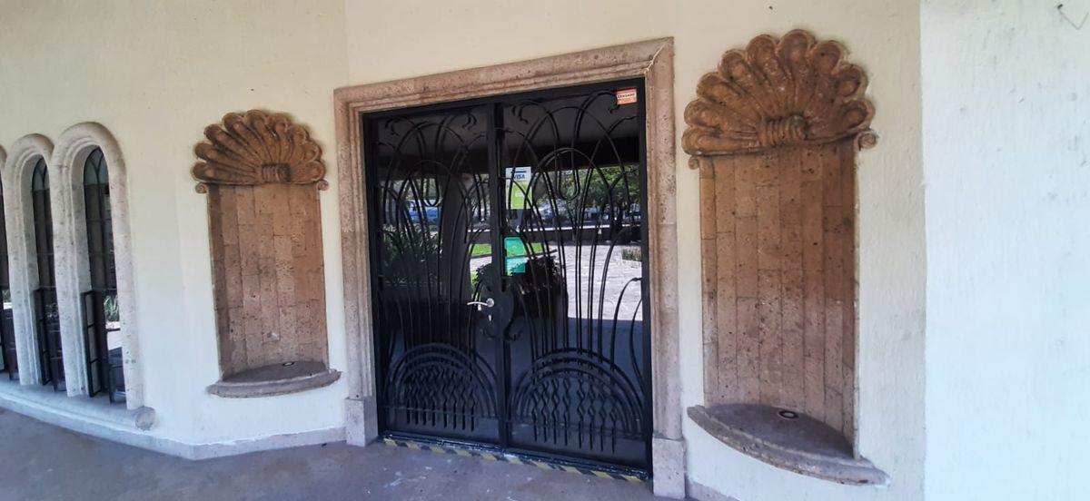 12 de 33: Puerta Principal
