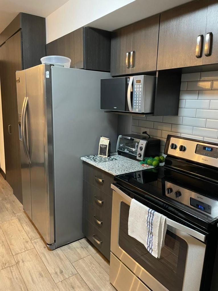 6 de 11: Cocina con gabinetes, sin línea blanca