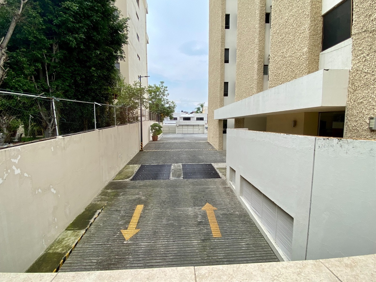 11 de 50: Rampa estacionamiento