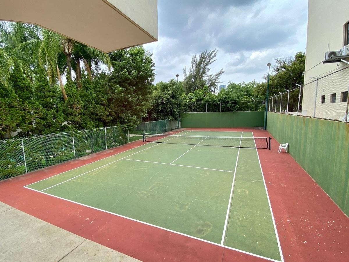 21 de 50: Cancha de tenis