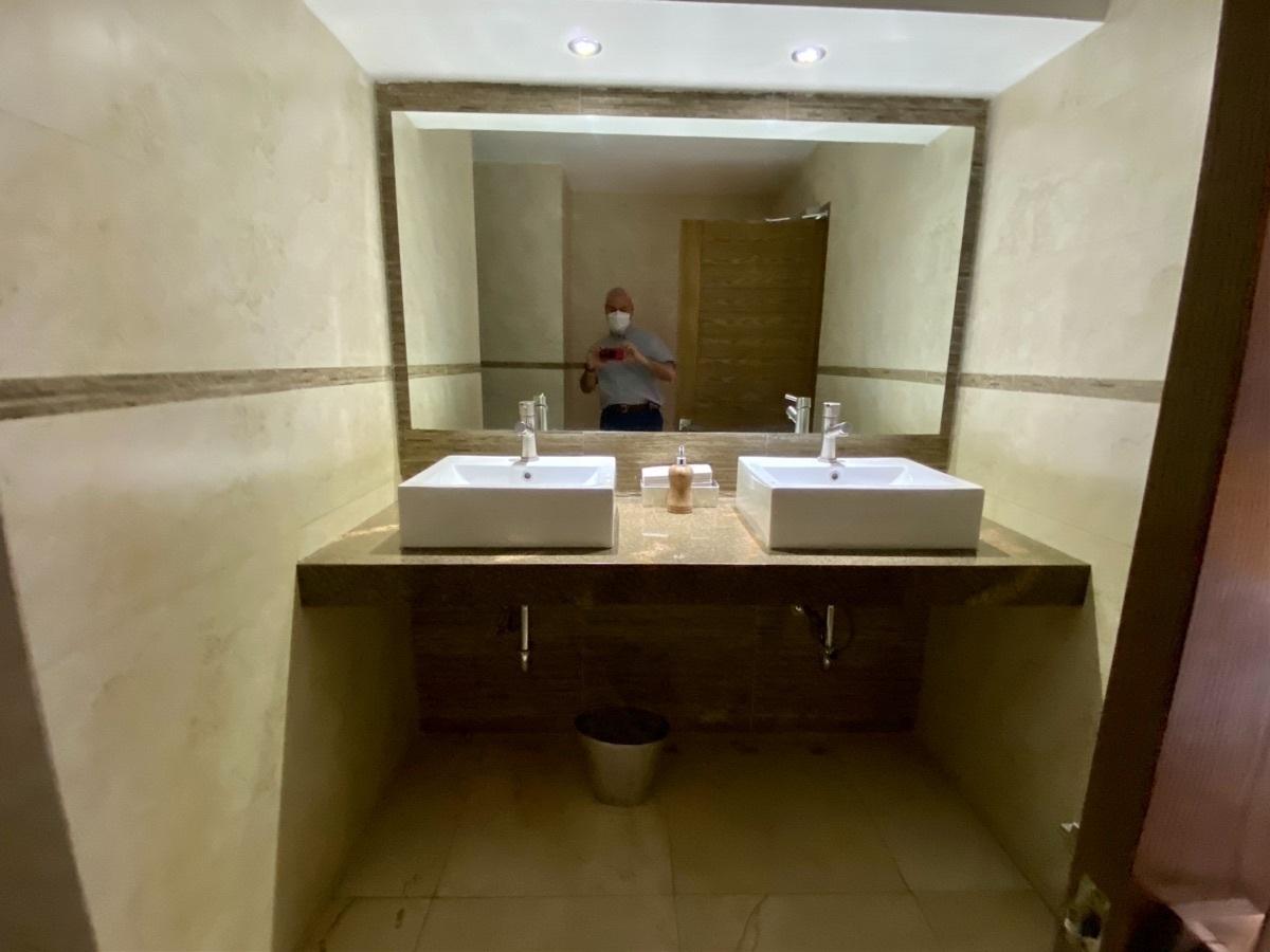 23 de 50: Baño para visitas común