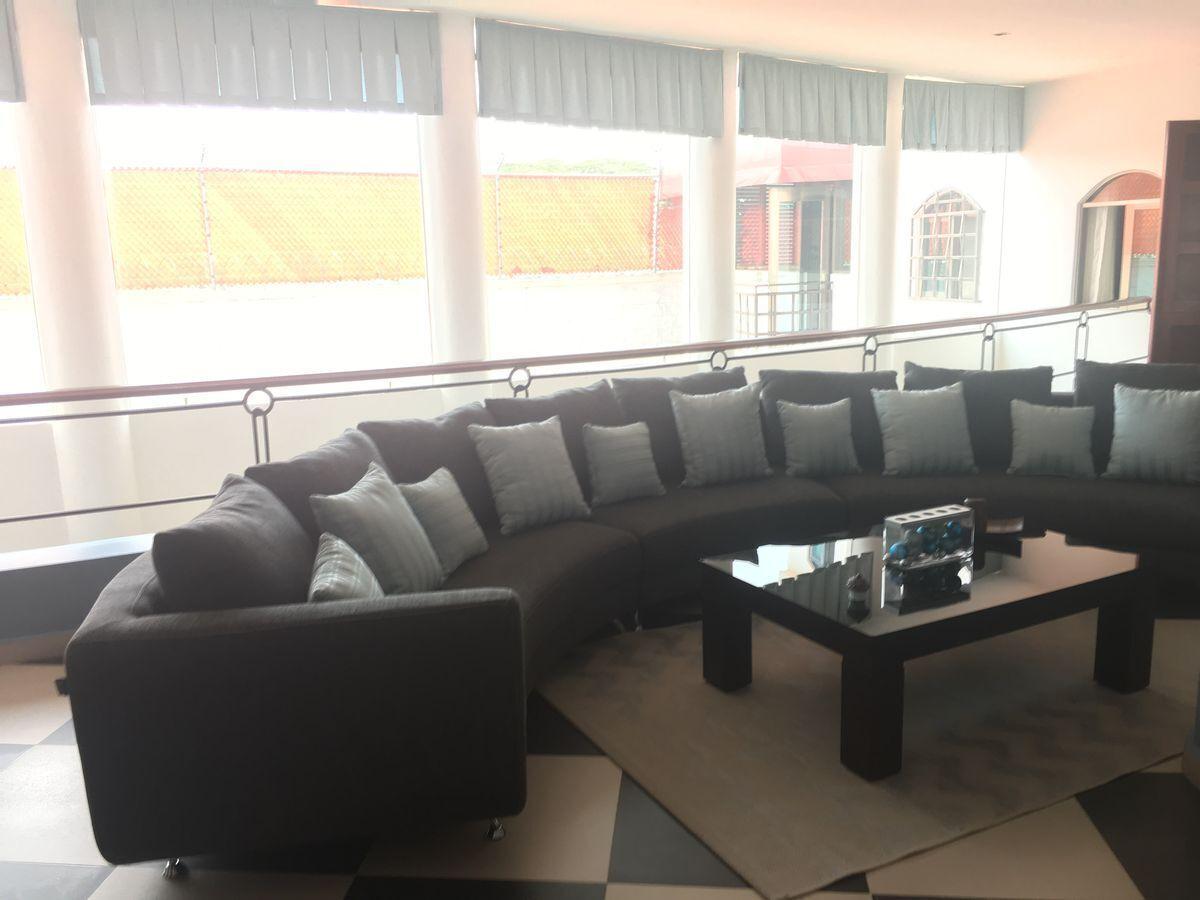 13 de 24: Lobby planta alta