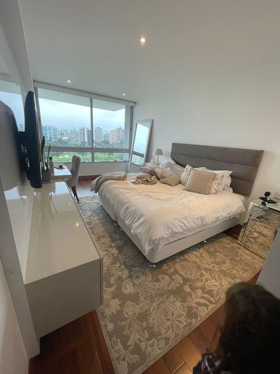 9 de 14: Dormitorio principal