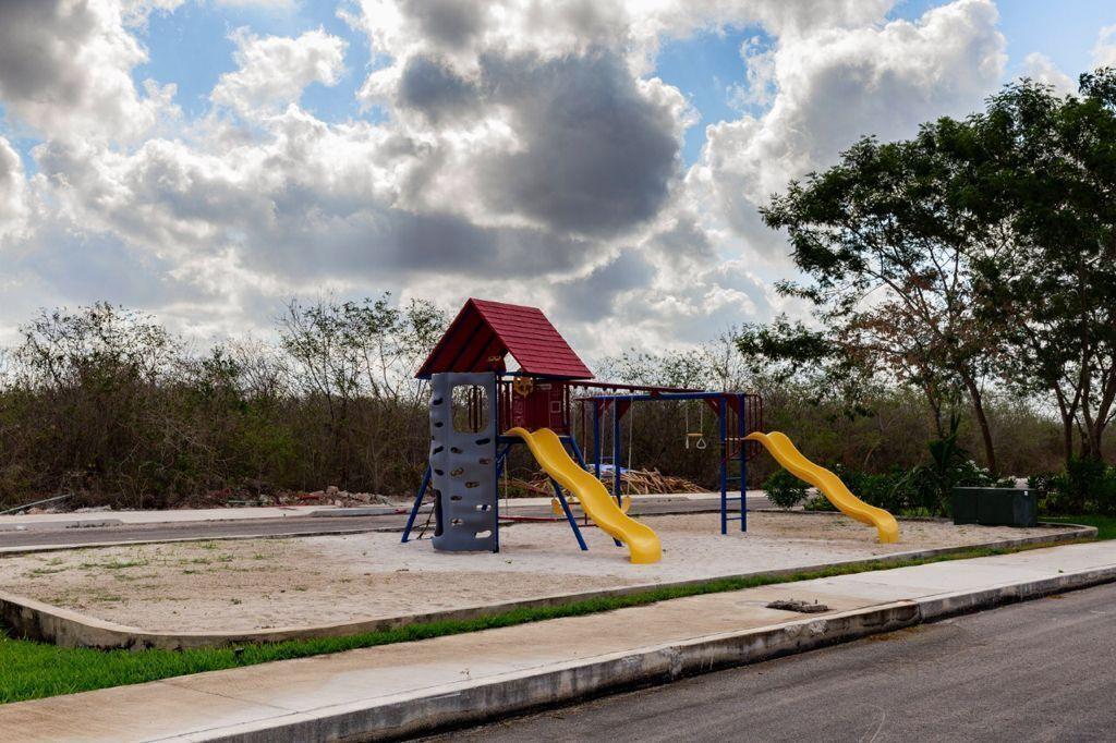 4 de 13: Área de Juegos Infantiles