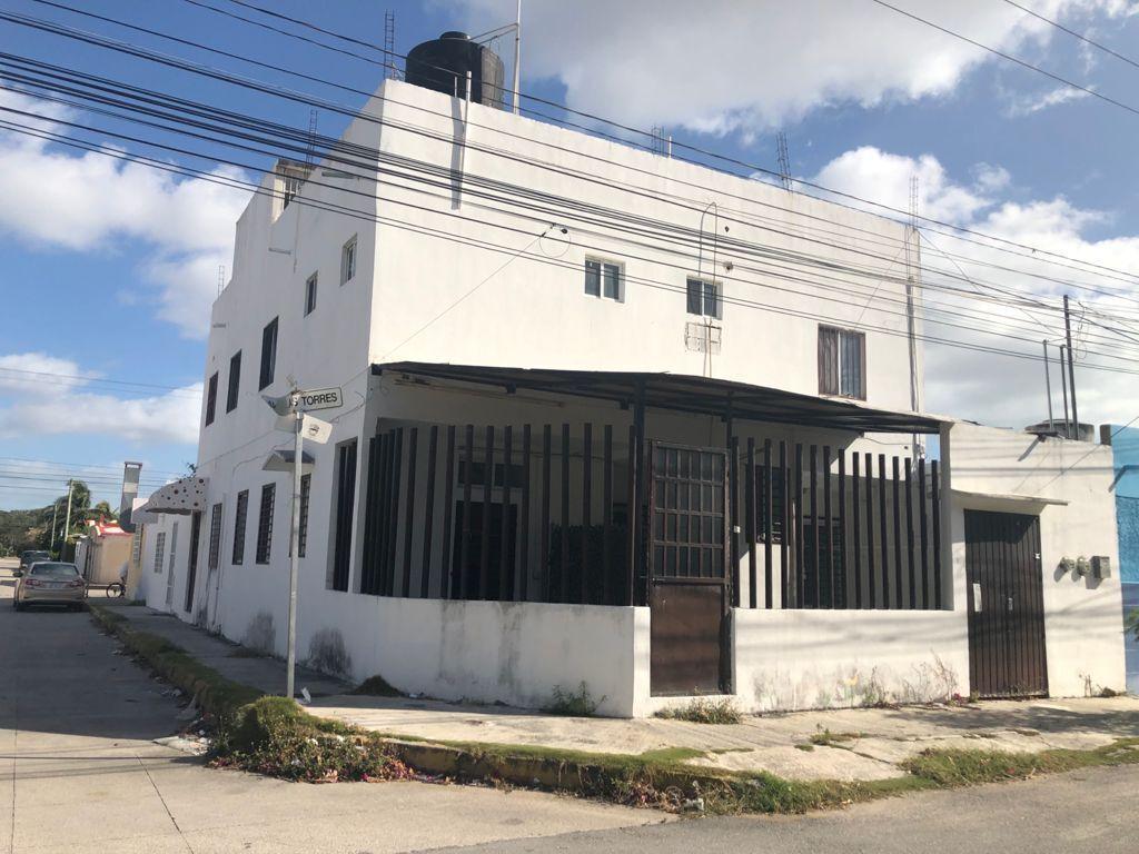 1 de 14: Casa en Esquina con Estacionamiento alrededor