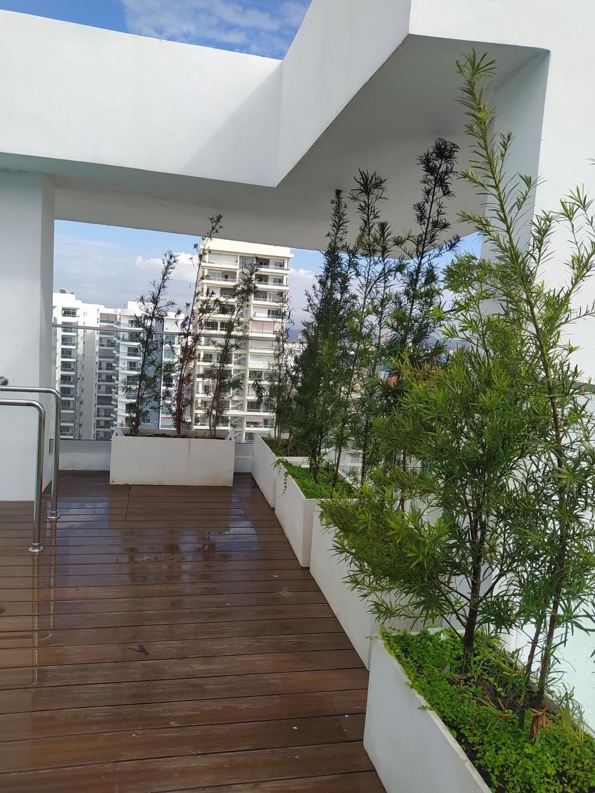 2 de 22: Terraza con jardínes