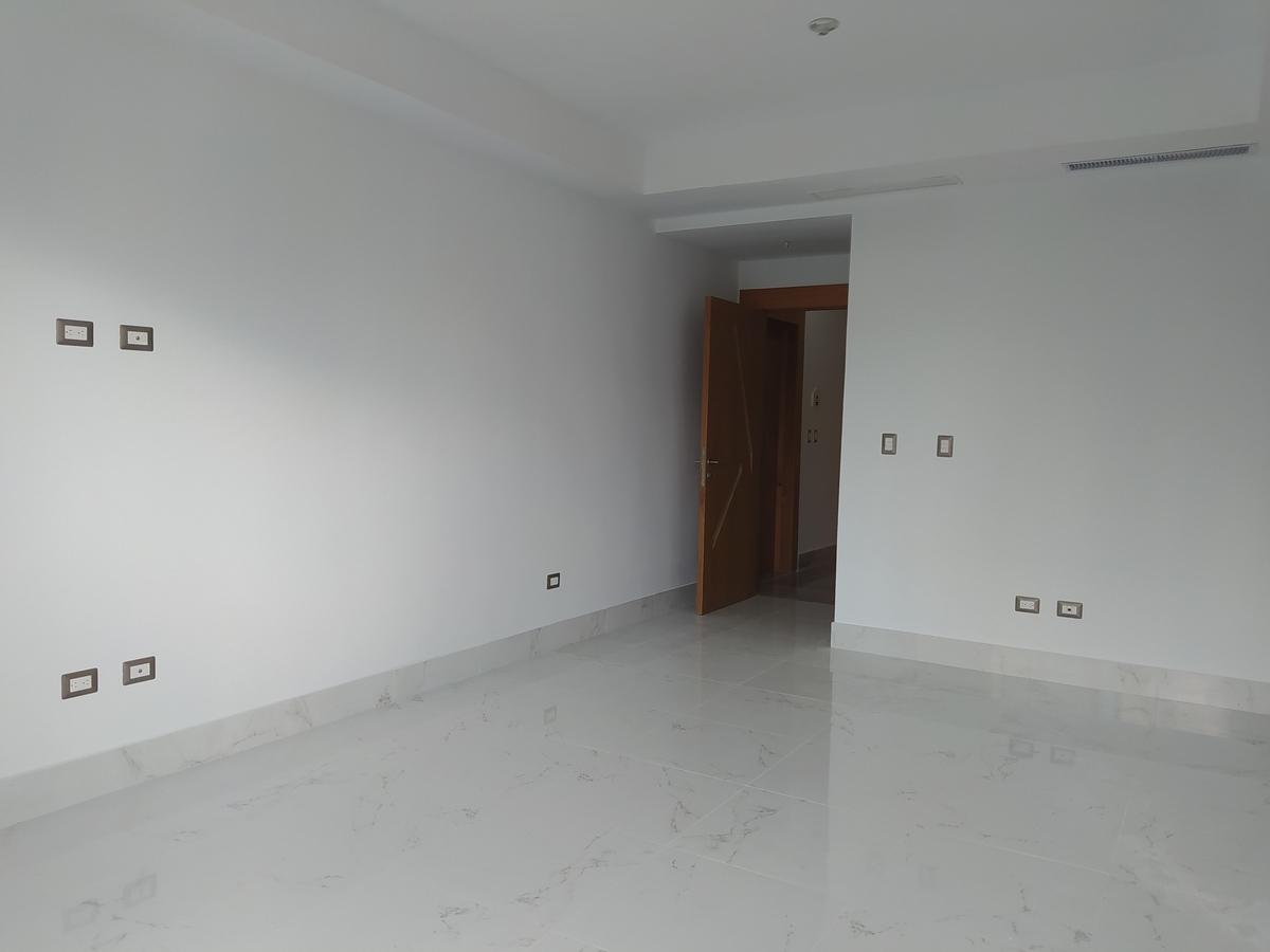 7 de 22: Vista sala y entrada