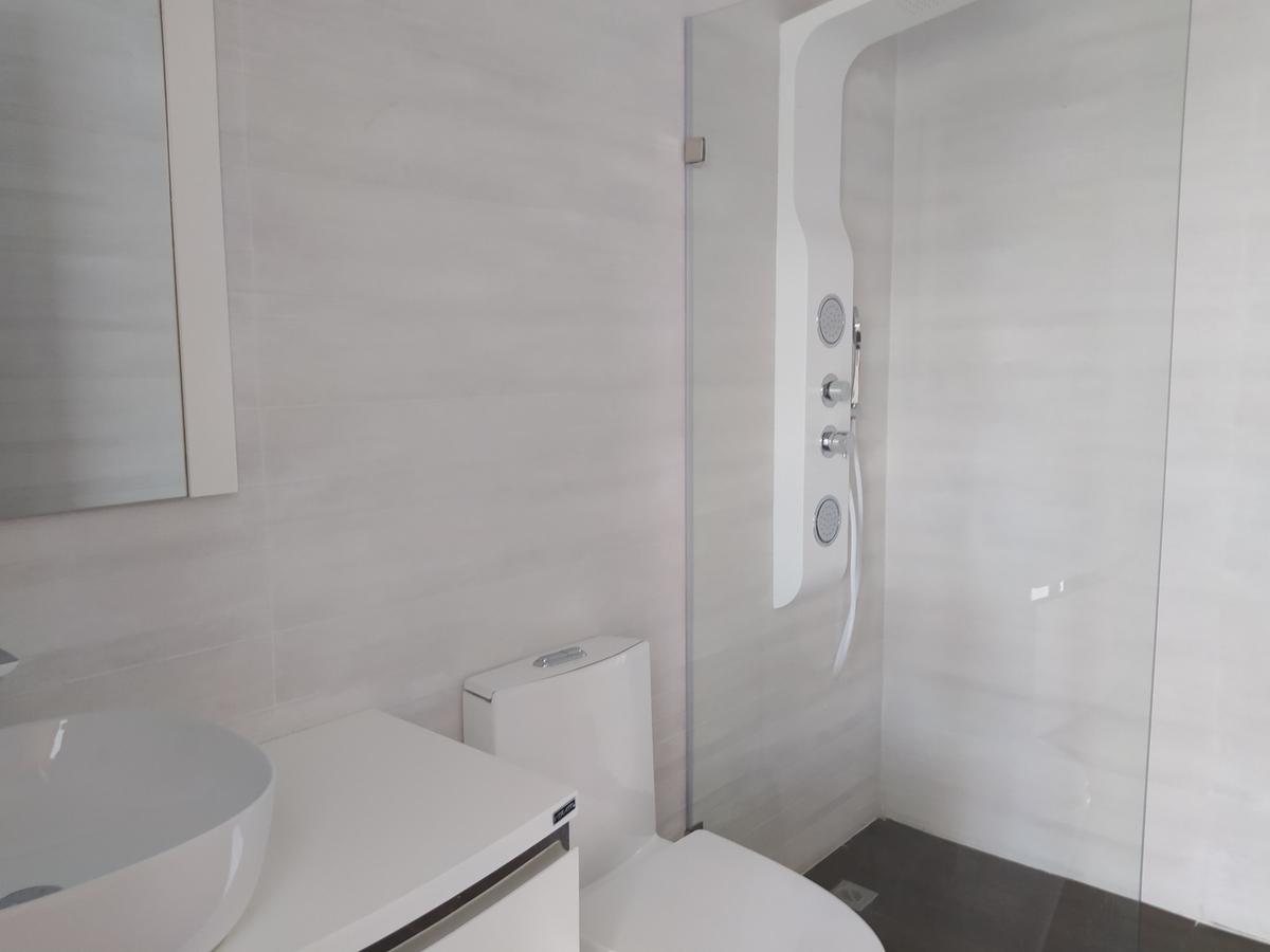 16 de 22: Baño 1