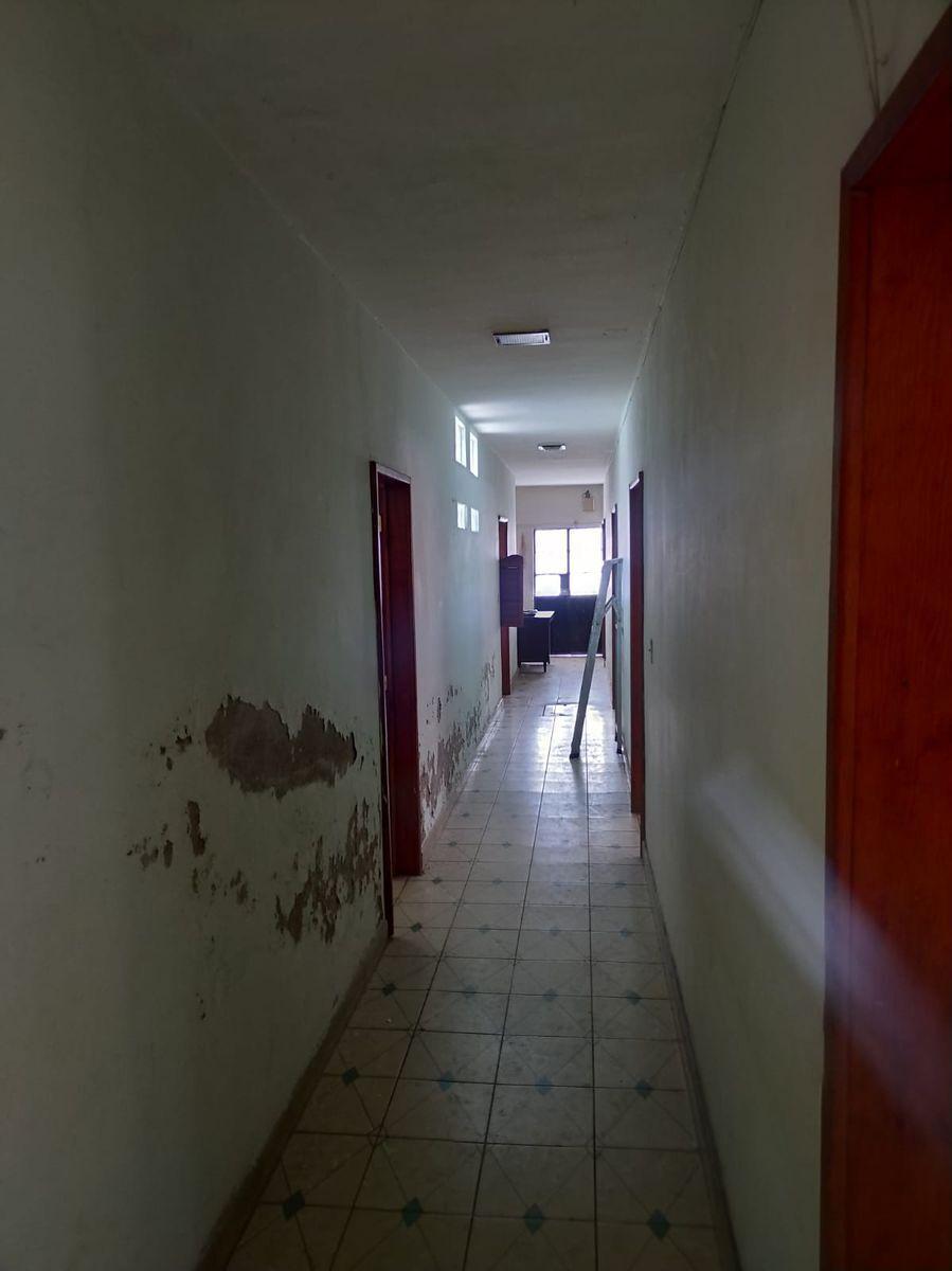 5 de 11: Pasillo al interior de la vivienda