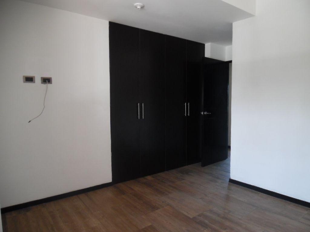 7 de 15: Habitación secundaria con espacioso closet