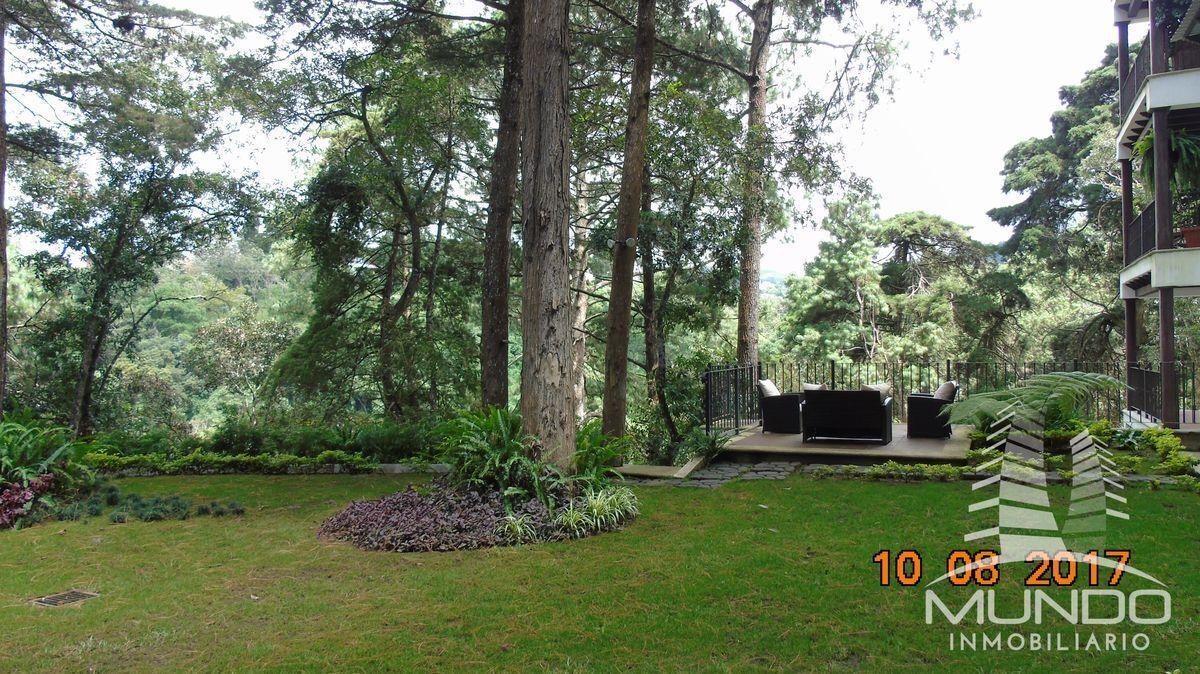 2 de 15: Entorno boscoso y áreas sociales