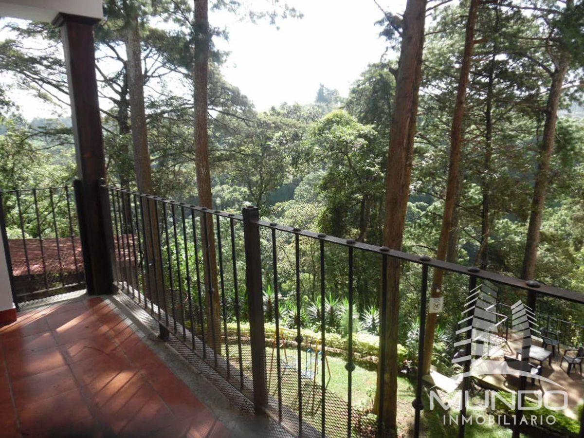 10 de 15: Amplio balcón con vista desde las áreas sociales
