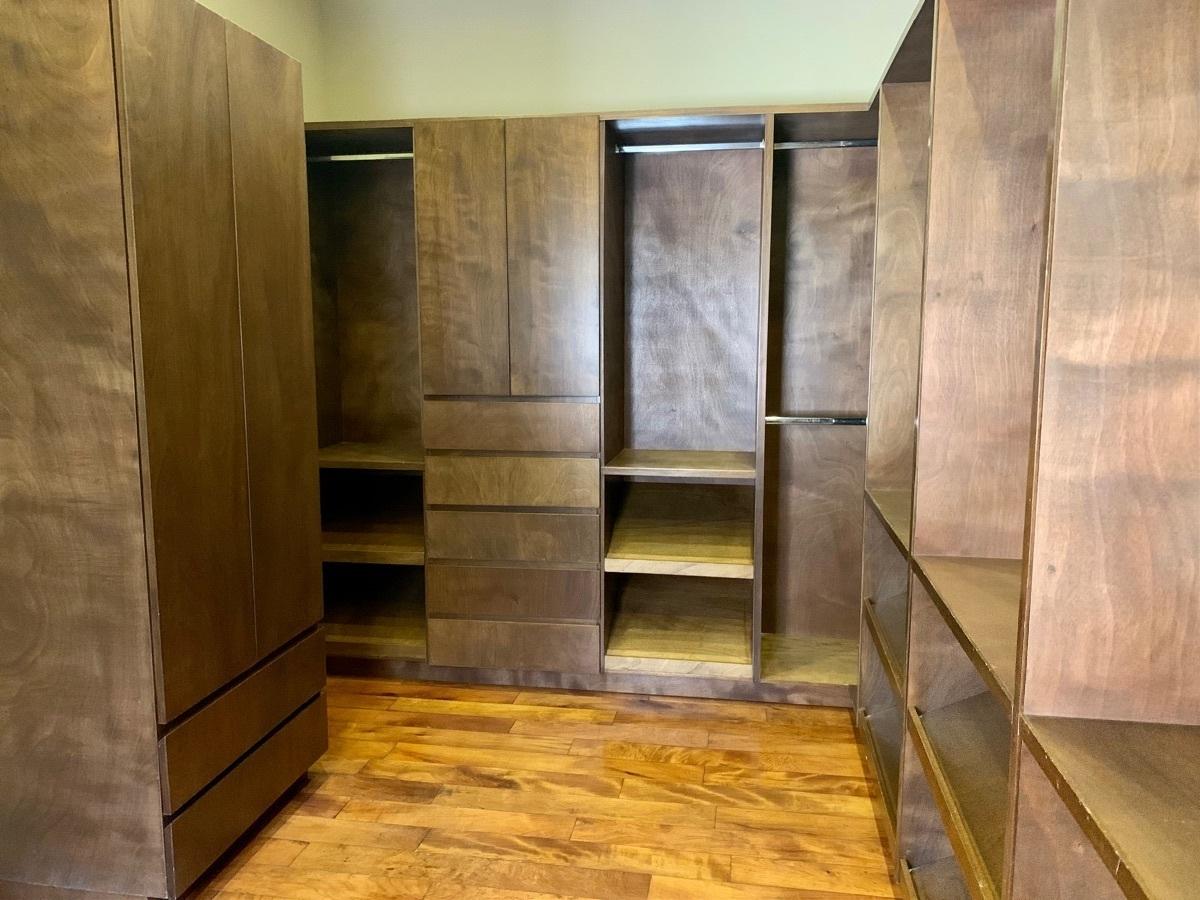 14 de 25: Walk-in closet Rec. Ppal.