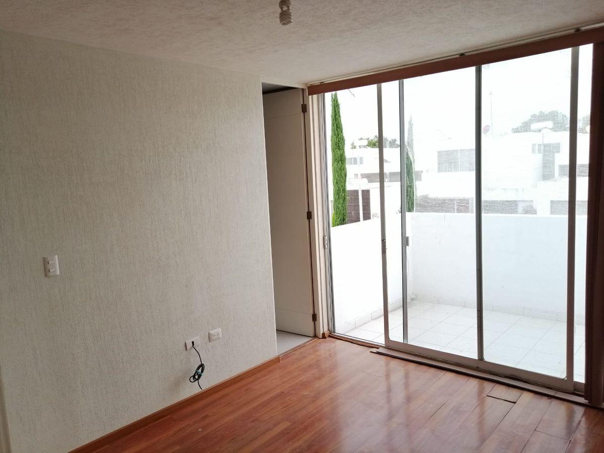 12 de 25: Balcon en habitacion principal