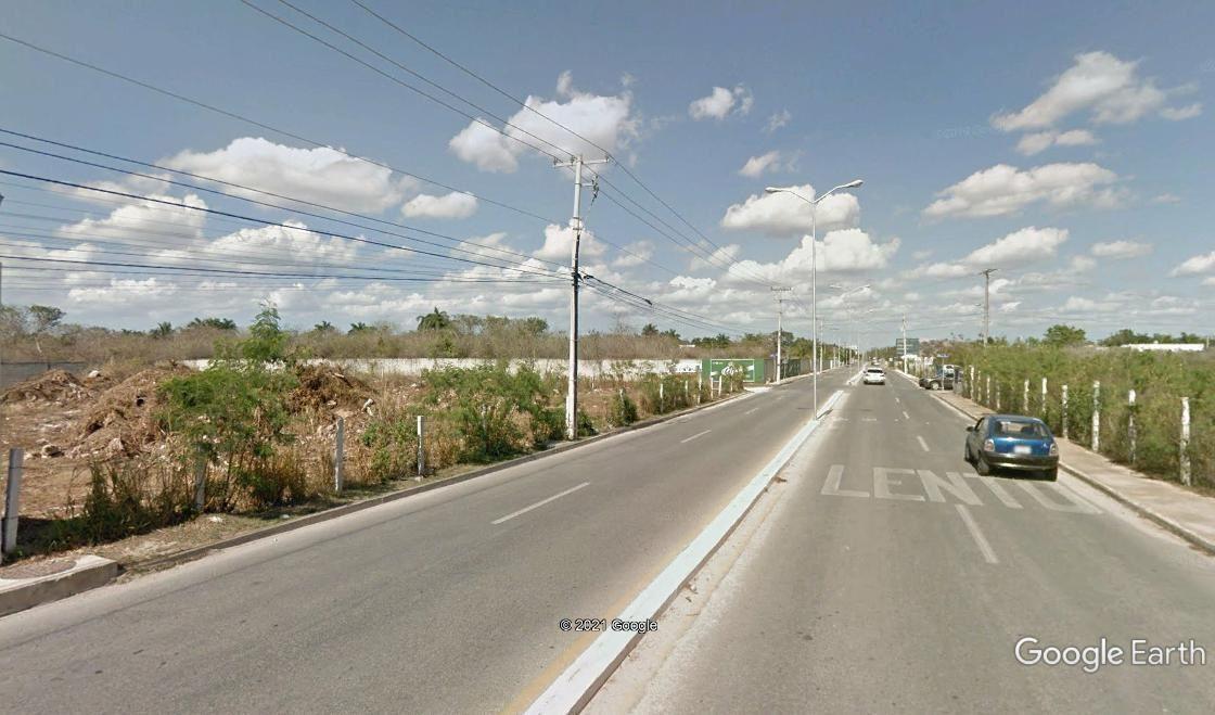 3 de 5: amplia avenida de doble carril de circulacion