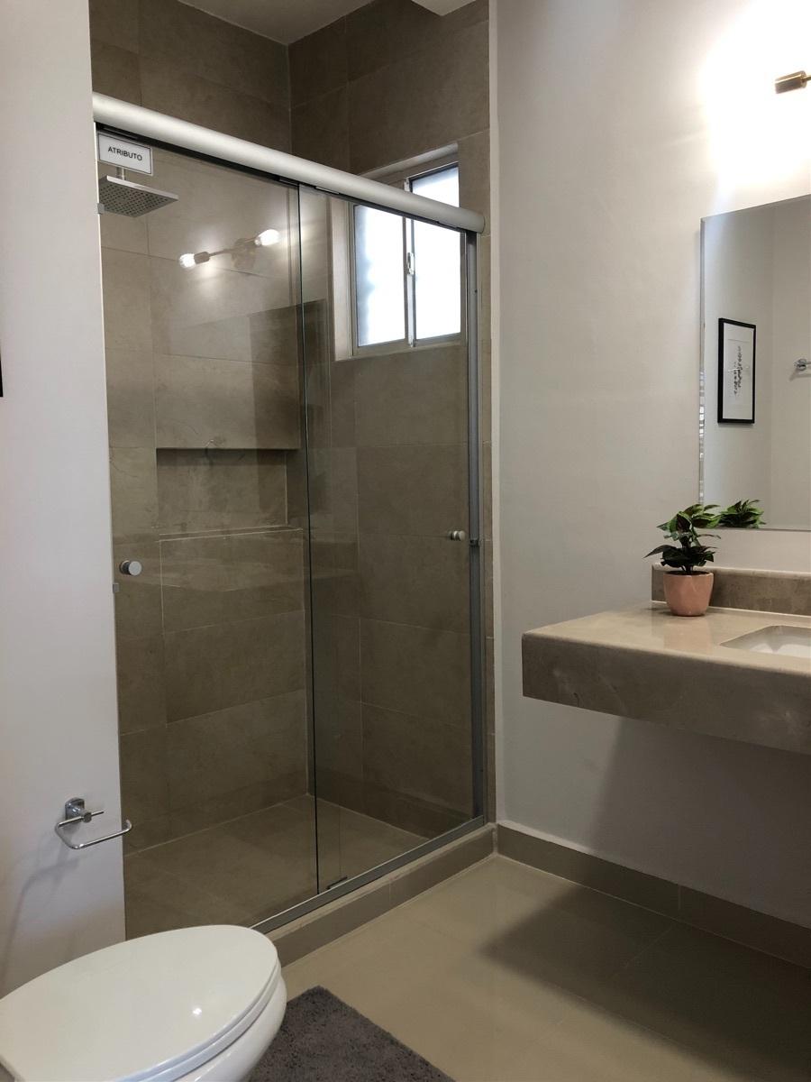 7 de 14: Baños con lavabo de mármol