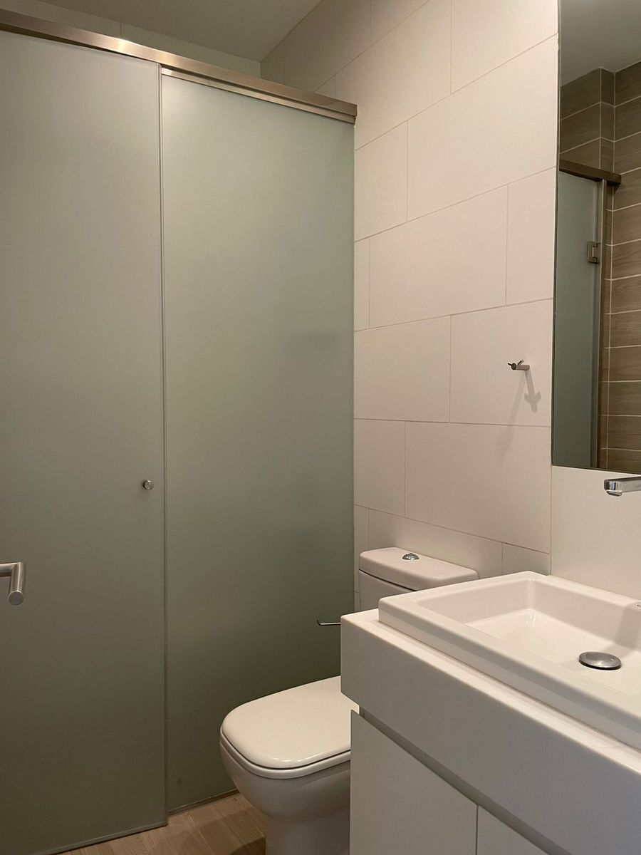 26 de 29: Baño dormitorio secundario 2.