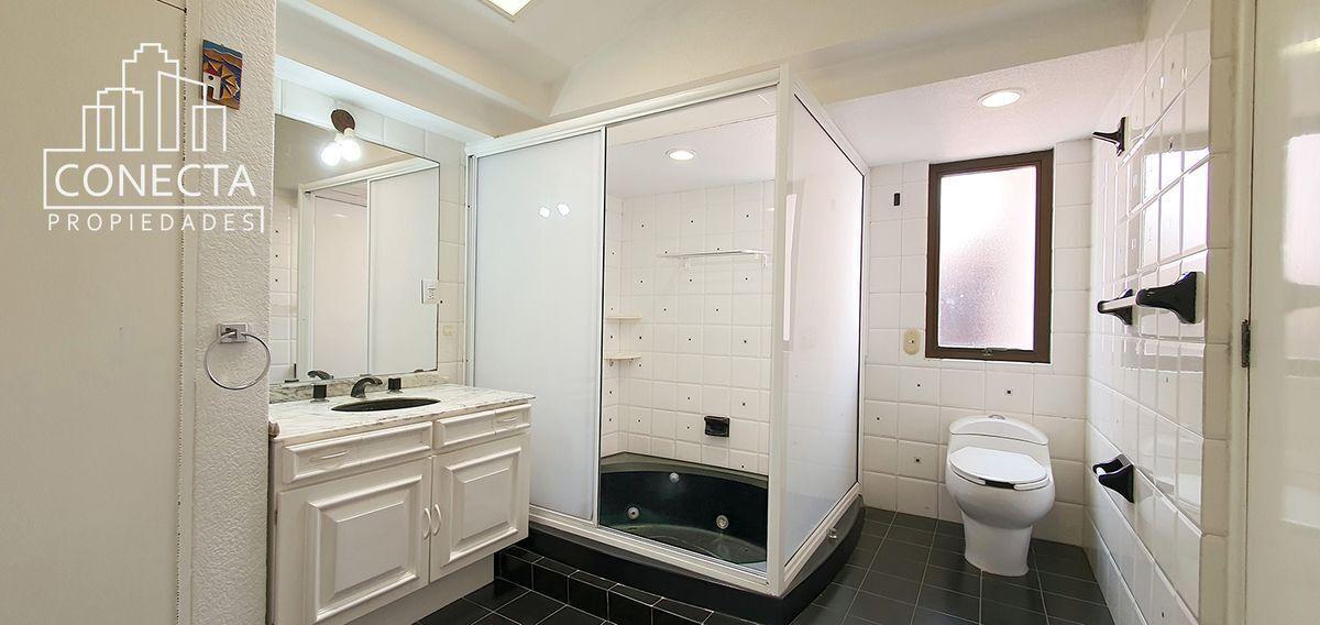 13 de 18: Vestidor y baño recamara principal