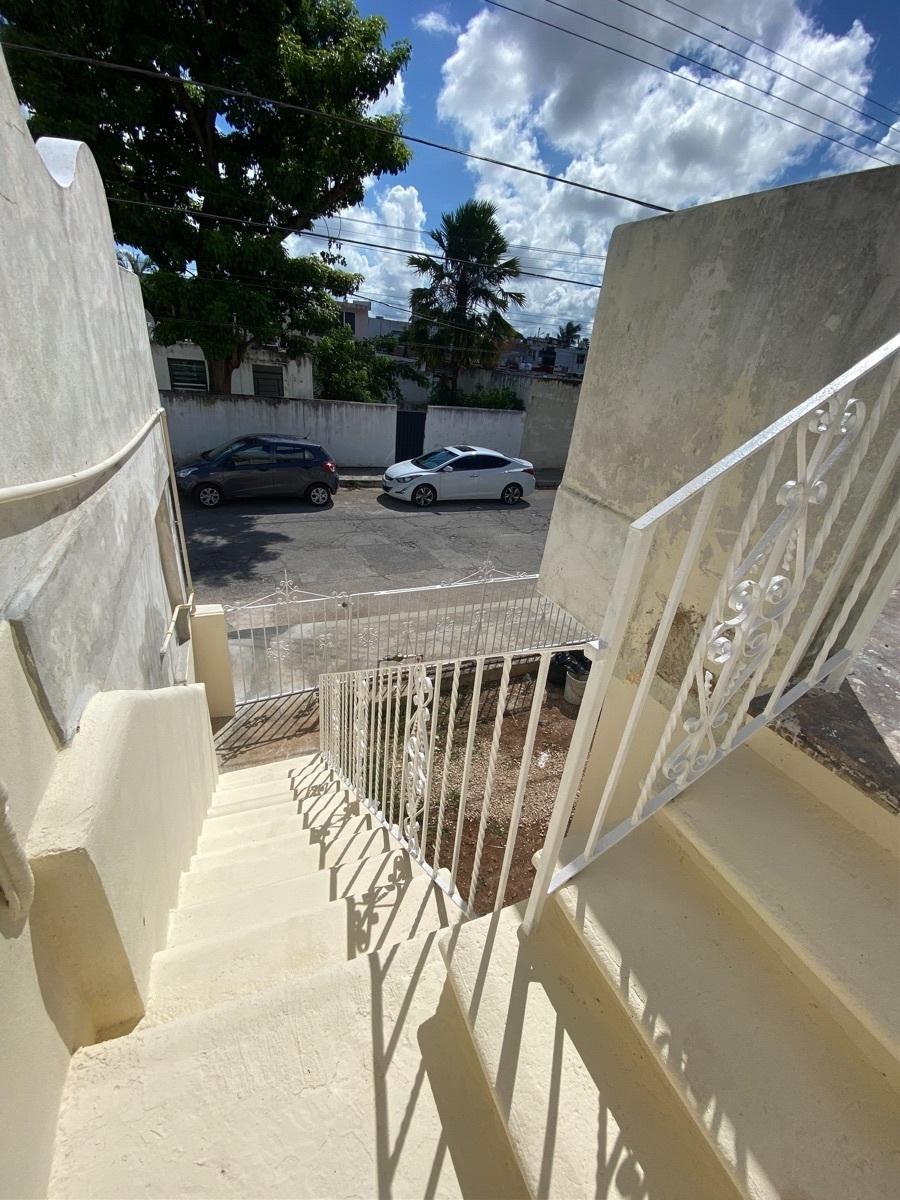 16 de 24: Escaleras exteriores