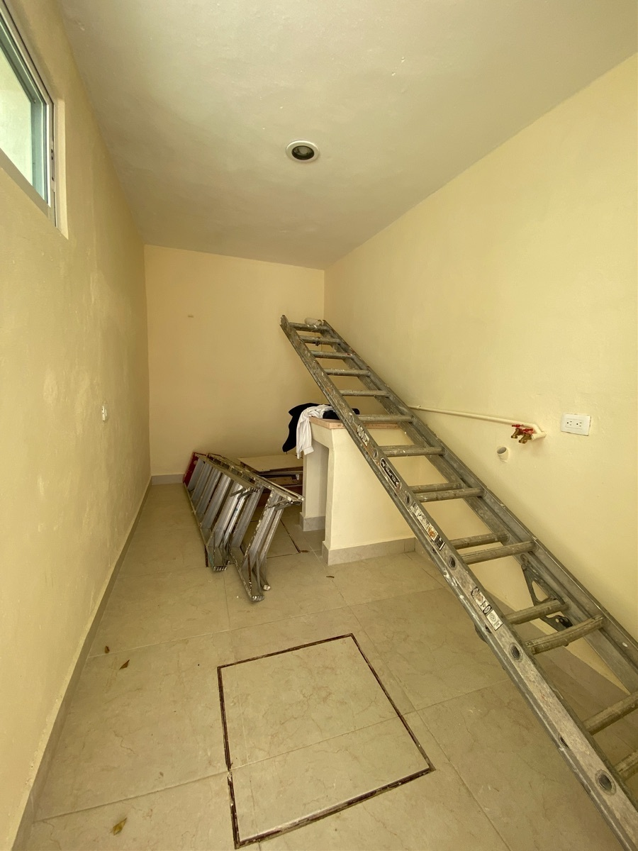 23 de 24: Área de lavanderia techada
