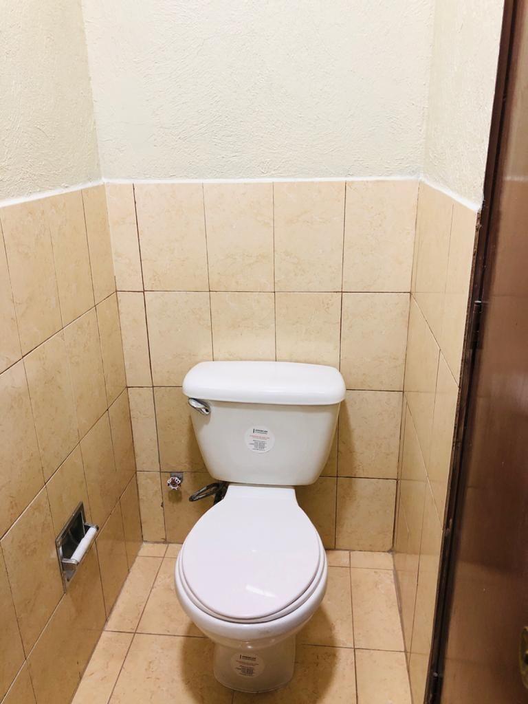 10 de 11: Vista  interior del segundo baño