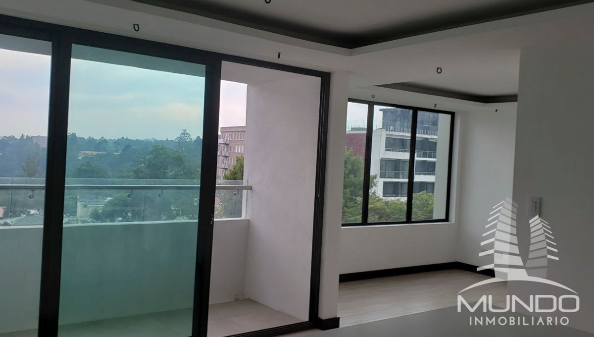 12 de 14: Espacioso balcón con vista a la Ciudad