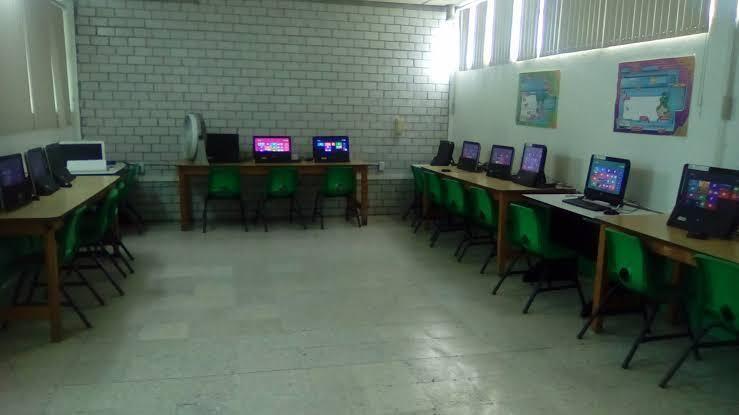 2 de 12: Sala de computación