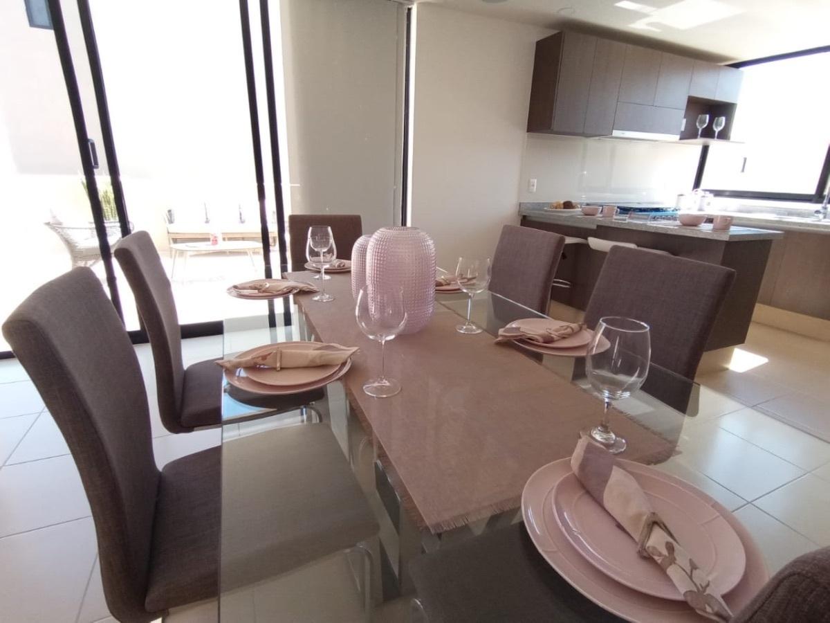 3 de 22: Comedor con espacios cómodos