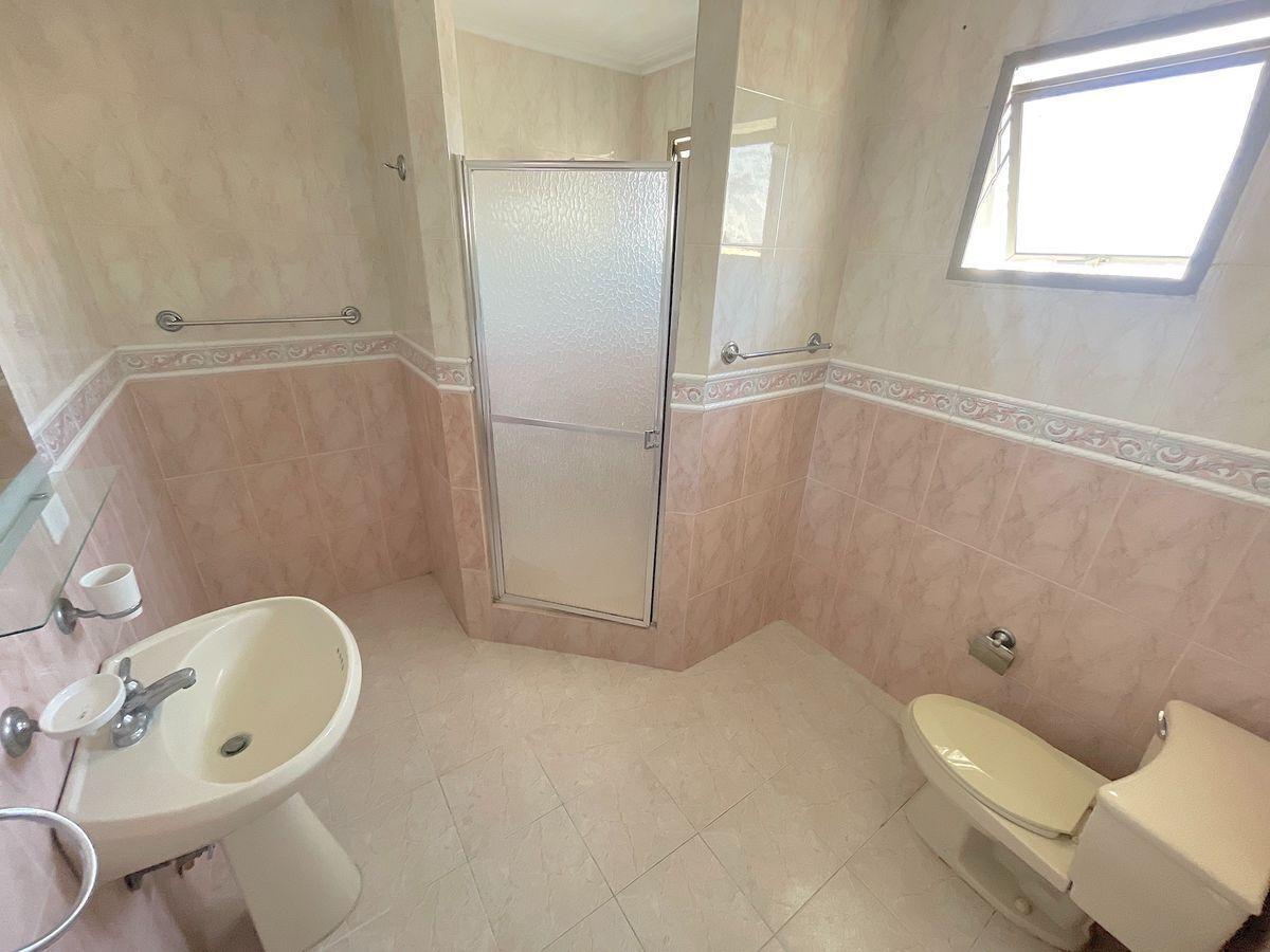 12 de 18: Baño habitación secundaria