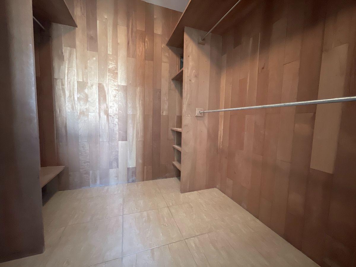 11 de 18: closet y Walk-in closet forrados en cedros
