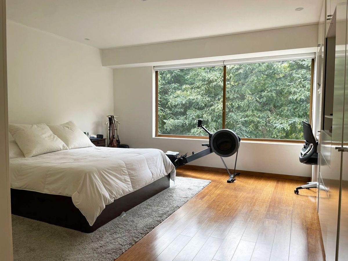 11 de 24: Dormitorio principal con linda vista al parque.