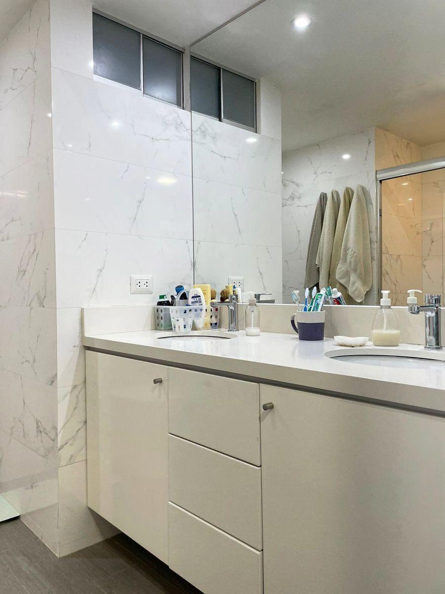 15 de 24: Baño principal con doble poza.
