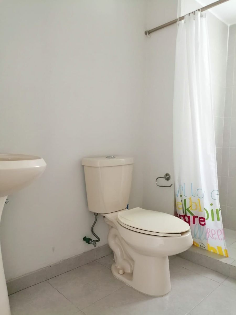 8 de 19: 2 baños completos