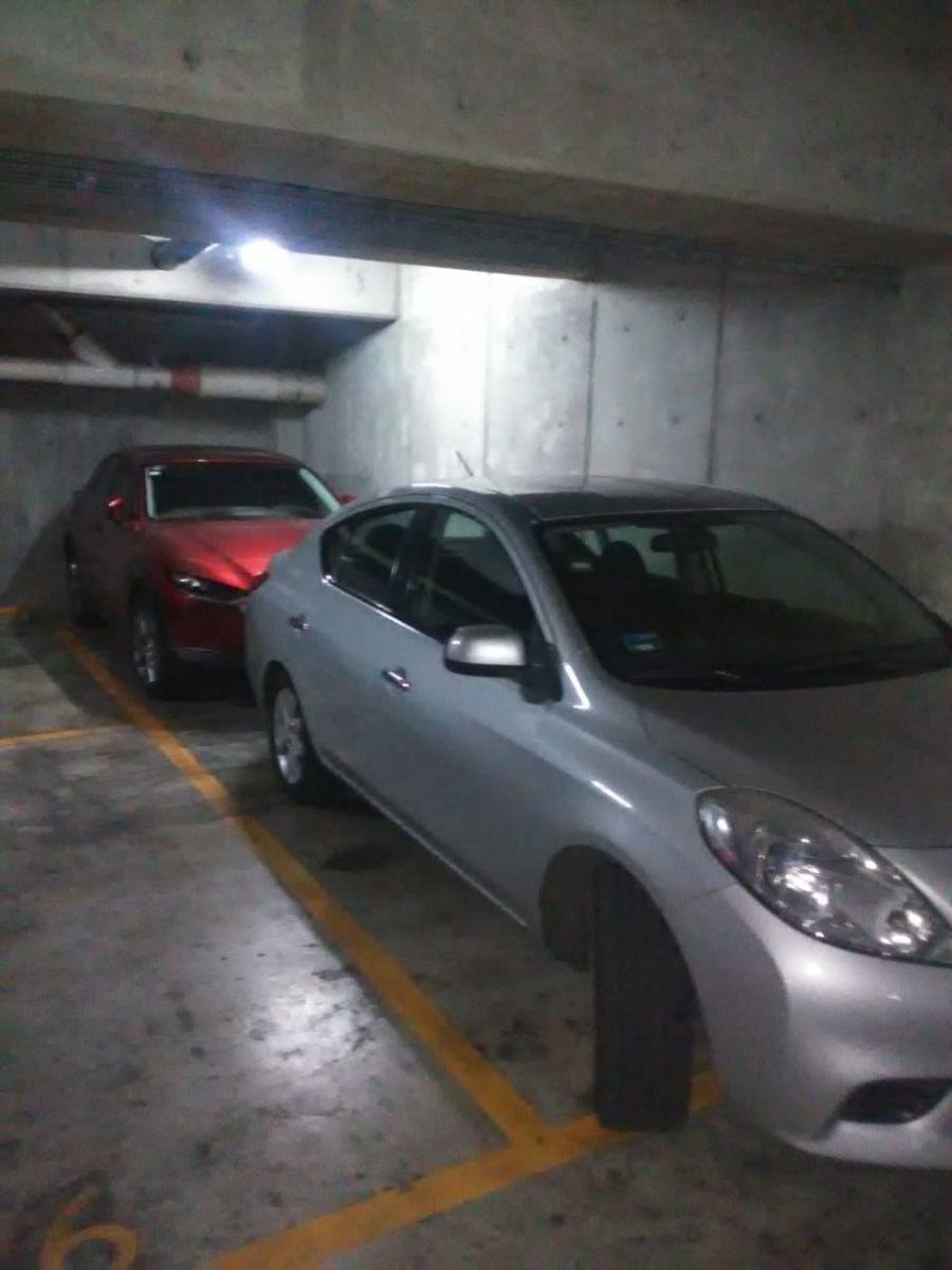 12 de 19: 1 cajón de estacionamiento