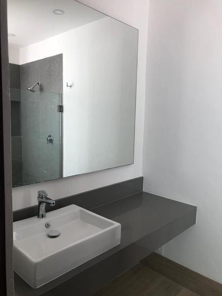 13 of 21: lavabo