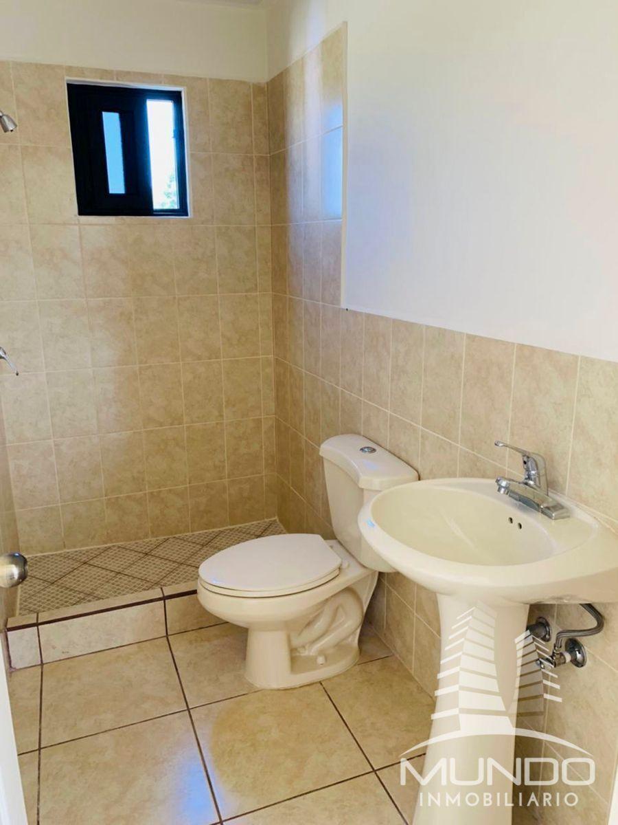 15 de 16: Vista del baño secundario