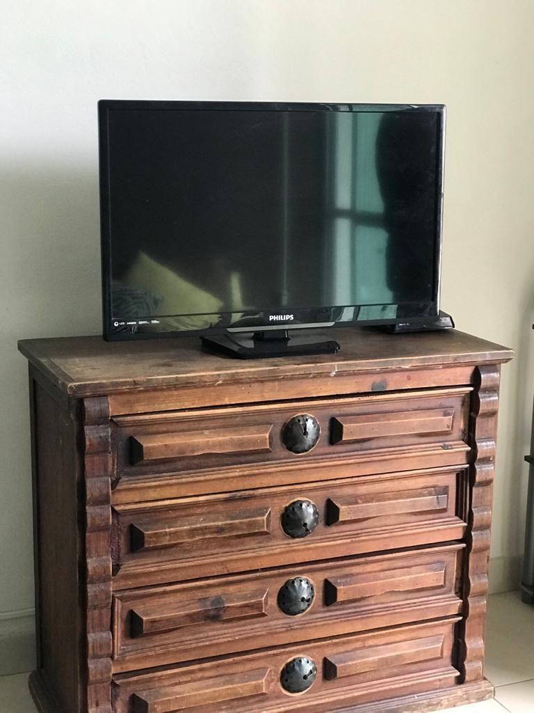 8 de 29: Mueble con televisión