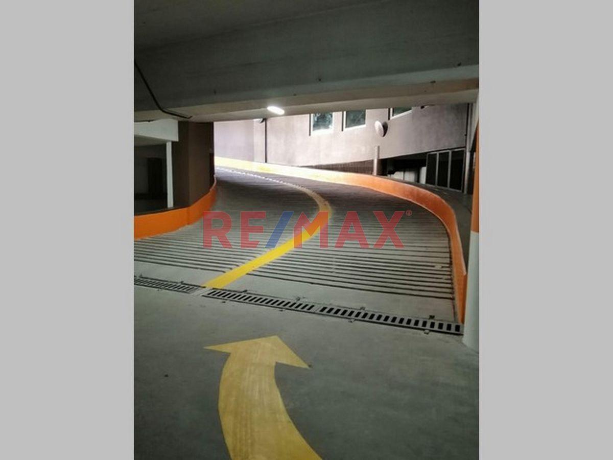 Remax real estate, Guatemala, Zona 10, Zona 10 Edificio en Renta sobre Boulevard Los Próceres