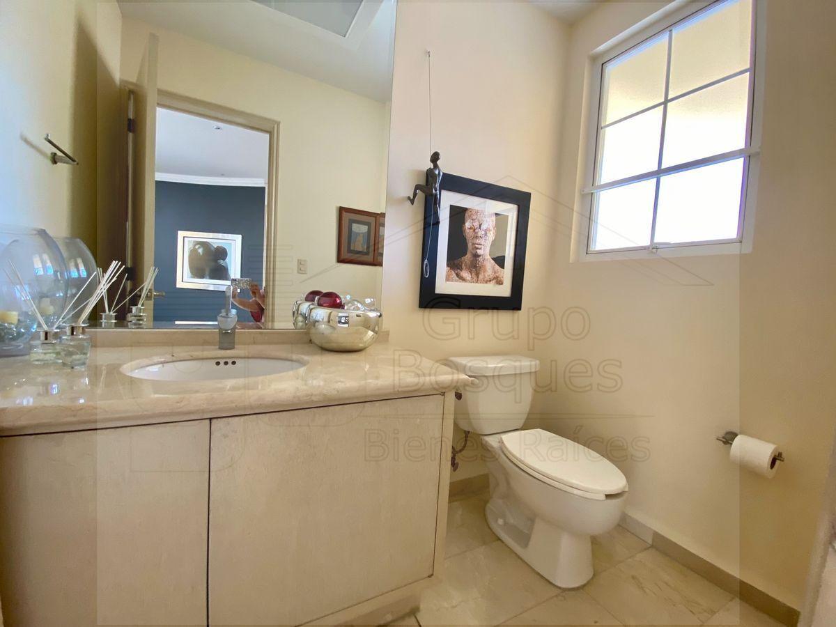 10 de 33: Medio baño de visitas.